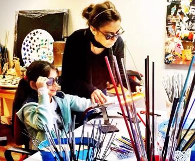 Kathre for Kids Atölyeleri, sanat ve bilimi harmanlayarak çocuklara hayal kurmayı teşvik ediyor, yaratıcılıklarını ve el becerilerini geliştiriyor.